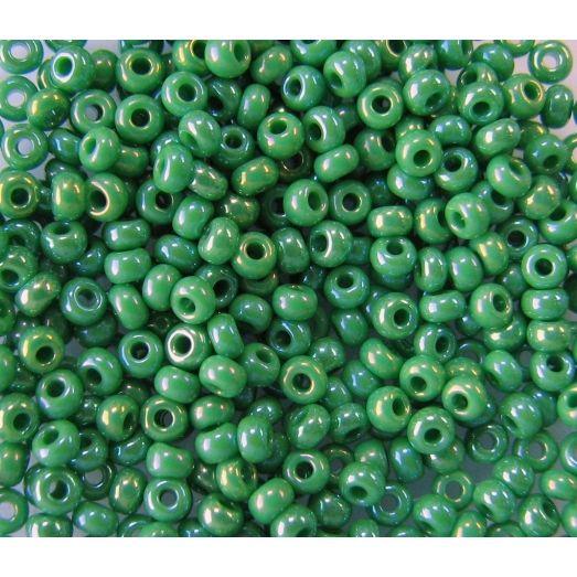 54250 Бисер непрозрачный зеленый с радужным переливом (бензин)