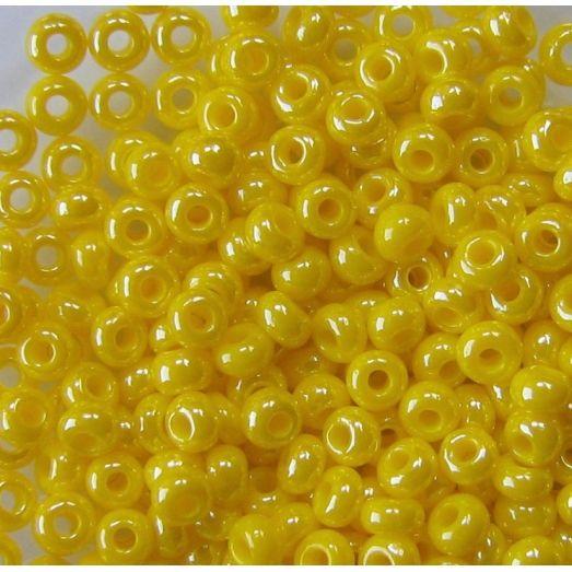 88110 Бисер ярко желтый, перламутровый.