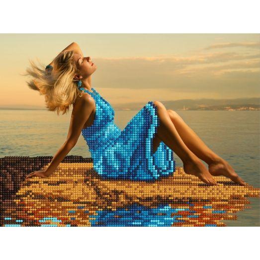 F-005(А4) Девушка на берегу моря. Схема для вышивки бисером СвитАрт